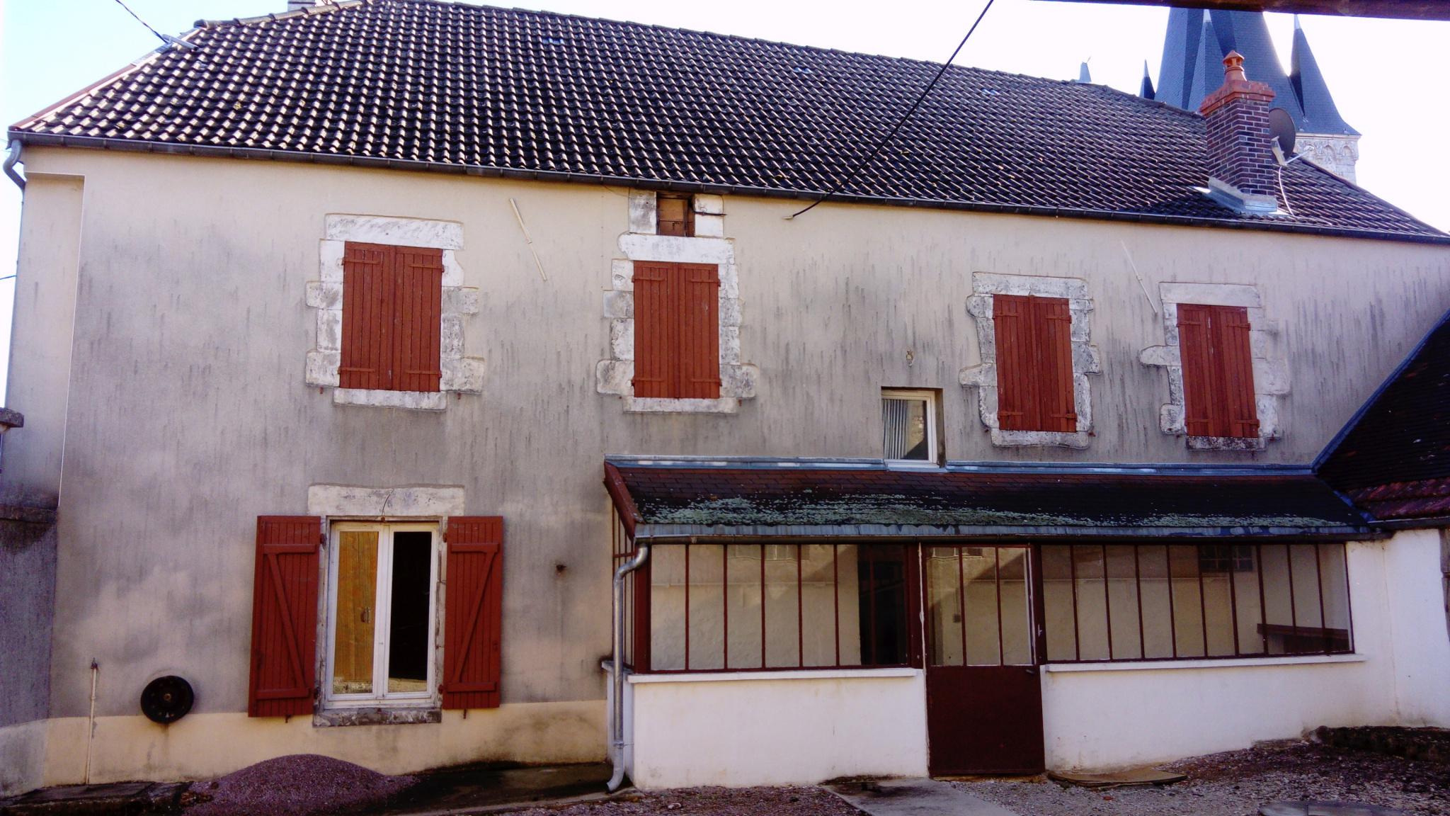 Maison ancienne rénovée de 3 chambres, spacieuse et lumineuse